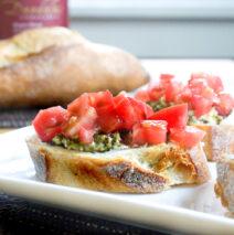 Bruchetta med ost og pesto